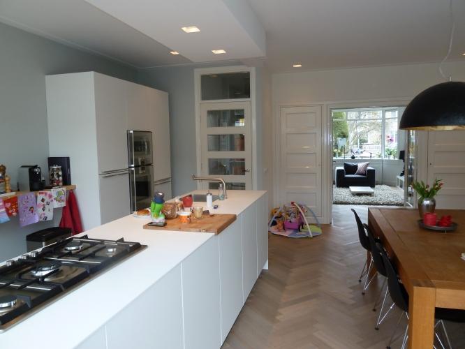 Keuken Nieuwbouw Open : Luxe nieuwbouw met open keuken interieur u stockfoto iriana w